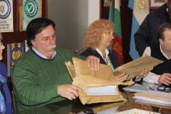 01 07 2015 Licitación pavimento Punta Lara (10)