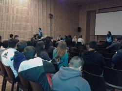 16 07 2015 Visita al Centro Cultural Kirchner con alumnos de la ESB  n° 8 (5)